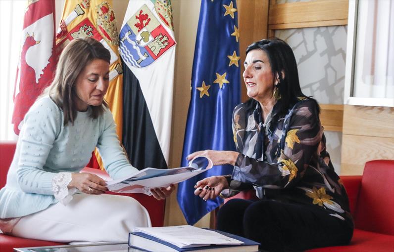 Nevado recibe a la presidenta del Colegio de Enfermería de Cáceres